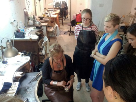 Laura Wandry explaining her process to SACI jewelry students