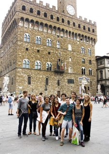 SACI Drawing students in front of the Palazzo Vecchio
