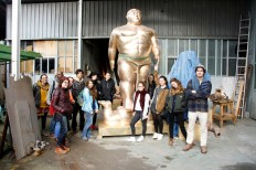 SACI sculpture students at the Mariani Foundry, Pietrasanta