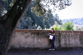 SACI Drawing student in Boboli Gardens.