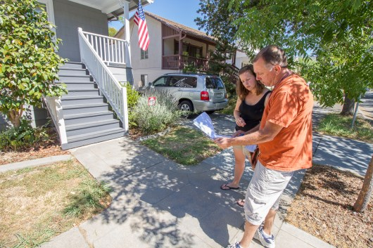 A water inspector assists a citizen with drought friendly landscaping.