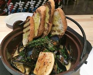 Kru Sake Steamed Mussels