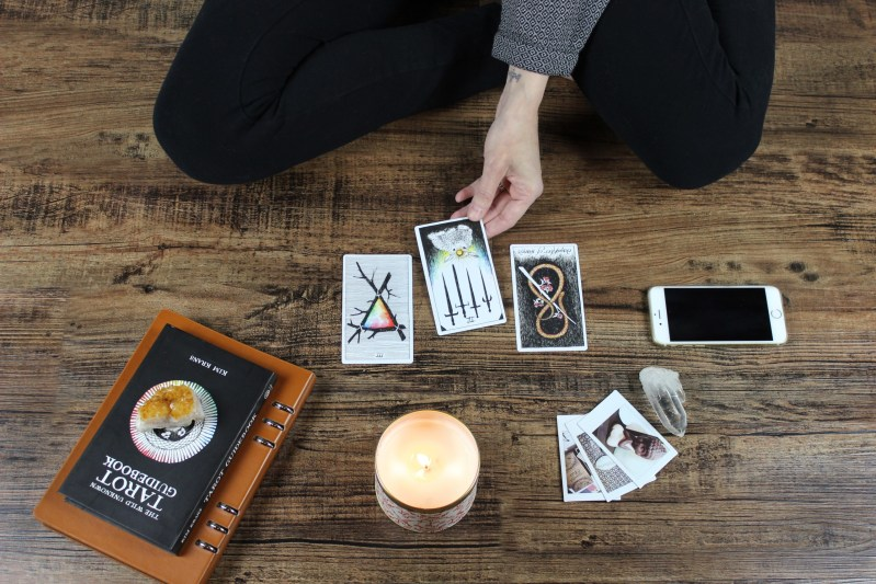 how to become a professional tarot reader