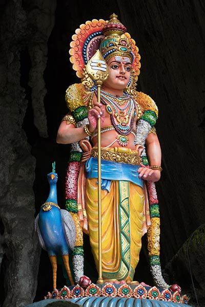 বাটু গুহার প্রবেশদ্বারে মুরুগা মূর্তি