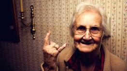 vieille dame insulte