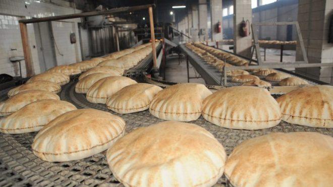 مجالس محلّية سورية تقرّر بدء بيع الخبز بالليرة التركية في شمال سوريا