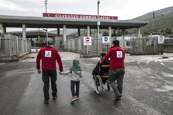 مايا ووالدها يعودان إلى سوريا - الاناضول