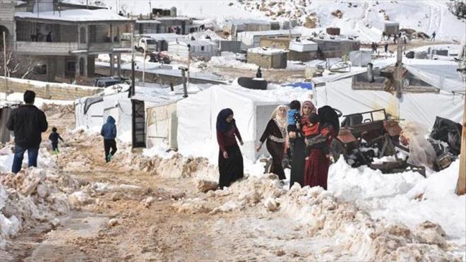 بعد عجزه عن تأمين مستلزمات الحياة.. لاجئ سوري يضرم النار بنفسه في لبنان