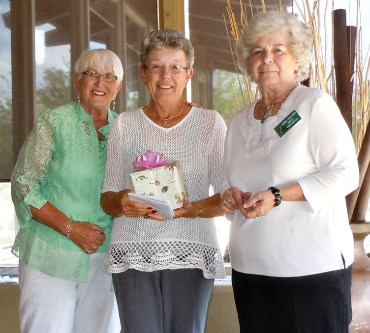 Barbara Rempel receives the 2015 Spirit Award from outgoing Co-presidents Elaine Ackerman and Ginny Porteous