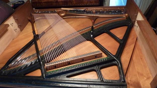 Besnaring van een piano