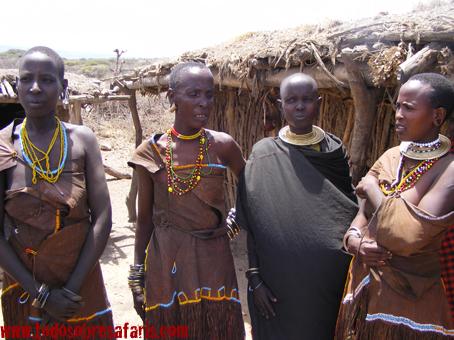 Mujeres datoga. Lago Eyasi. Tanzania, agosto de 2007