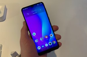 How to boot into safe mode on Alcatel 3 (2019)