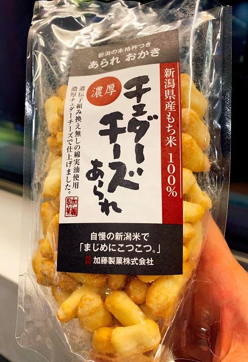 チェダーチーズあられと羽田空港