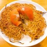 丸ごと乗ったトマトが印象的!中華料理 帆さんのエビとトマトの両面かた焼きソバ☆