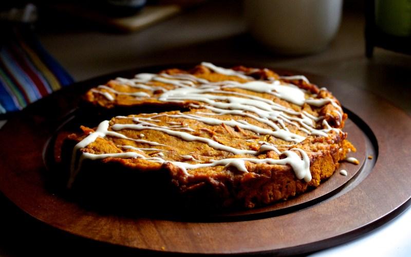 Quatre quarts pumpkin cake with cinnamon icing