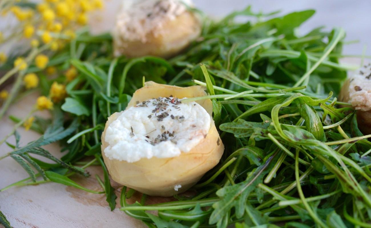 Artichoke and goat cheese salad {artichauts au chèvre chaud}