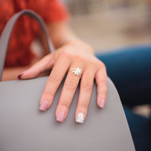 The budget friendly jewellery pieces I actually wear for under £25 - kiss impress manicure, affordable nails