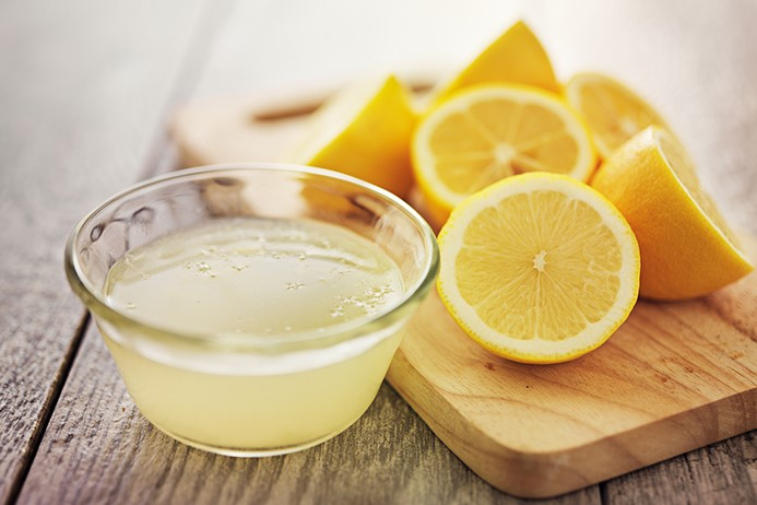 15 Benefits of Drinking Lemon juice in Morning Empty Stomach
