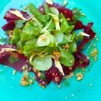 Een 'musthave' dressing, met een eenvoudige rode biet salade.