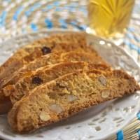 Traditionele fekkas koekjes met amandelen en rozijnen