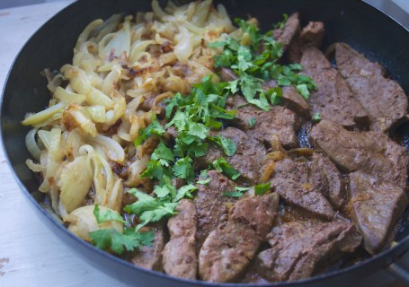 baked liver and onions with moroccan spices