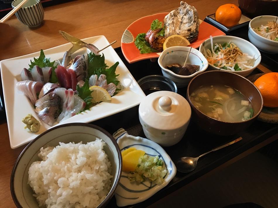 亜麻色 刺身に天ぷらに特大エビフライ!ちょっと贅沢なお魚ランチ | 佐賀市