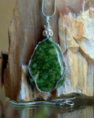Jadeite crystal, Maw sit sit pendant necklace