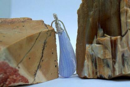 Blue agate gemstone, designed pendant jewelry