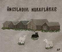 Norrflärke ängslador Ängsladorna i byn är länets största ladlandskap och tillika det mest kända. Antalet lador uppgår till cirka 70. Vissa av ladorna har stått sedan 1700-talet.Den norrländska ladan är utrotningshotad. Samtidigt är det norrländska odlingslandskapet med dess bebyggelse unikt. Under åren 1990 - 1996 upprustades drygt hälften av Norrflärkes ängslador genom ett bidrag från Länsstyrelsen. År 2002 hedrades Norrflärke ladlandskap med Svenska Hembygdsförbundets Byggnadspris.