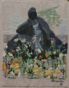 """Örnparken Örnparken i Örnsköldsvik påbörjades i slutet av 1800-talet och färdigställdes cirka 100 år senare. Den är influerad av tidens ideal ute i Europa, t.ex. tysk nybarock, boskégrottor och rikligt ornamentala blomsterbäddar. Sommartid ståtar parken med färggranna rabatter med utplanteringsblommor. I buskagen gömmer sig exoter som den blåskimmersilvriga sammetshortensian. Örnbassängen, huggen 1916 efter en skiss av Bruno Liljefors, omges av åldrande metergrova lönnar och lindar. Under våren färgas gräsmattorna av landets nordligaste dvärgvårlök. Lummiga blomsterbuskage har getts plats i parkens västra del, medan den östra delen domineras av en av landskapets största almar, nu 318 cm i omkrets. """"Paradisäpplelunden"""" är gemensam med nästa parkdel. De öppna blomsterparterren i Museiparken, med museet i fonden, ska helst njutas uppifrån. Här finns en rosenträdgård med skulpturen """"Darwins dagbok"""" från 1994 av Jörgen Nilsson."""