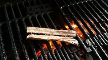 Toasting the oak staves on the barbecue helps bring out the flavor