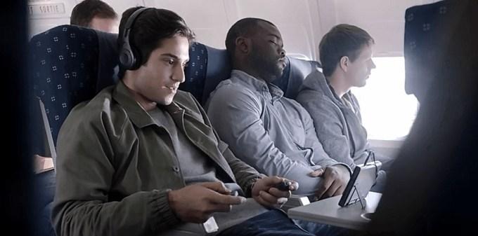 飛行機 携帯ゲーム コントローラ 機内