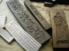 Matrices modernes et anciennes pour l'estampage des décors de cloches