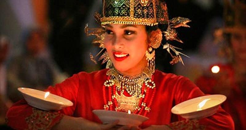 Tari Lilin Berasal dari Minangkabau Sumatera Barat
