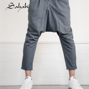 Sarouel gris chiné de la marque sahabi avec basket blanche