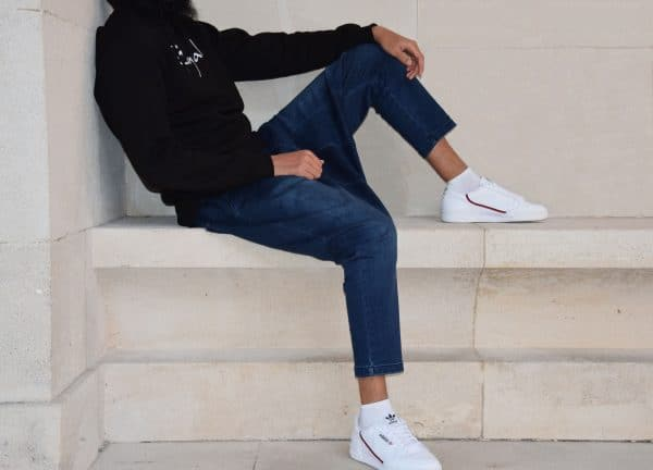sarouel jeans stretch bleu indigo confort et sweat noir sahabi