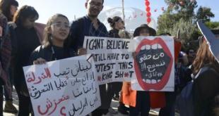 وقفة احتجاجية أمام البرلمان لتونسيات تندد بتمكين نائب متهم بالتحرش الجنسي من اداء اليمين الدستورية