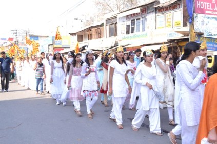 Dr. Neeraj Shukla flags off the carnival