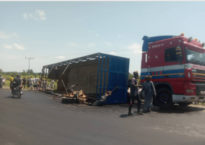 Incident scene where Trailer skipped-off in Adamawa