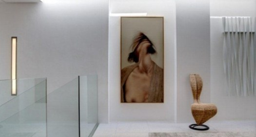 Modern-hallway-glass-balustrade-665x443