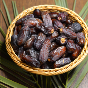 Anbara Dates in 1 KG Premium Pack.