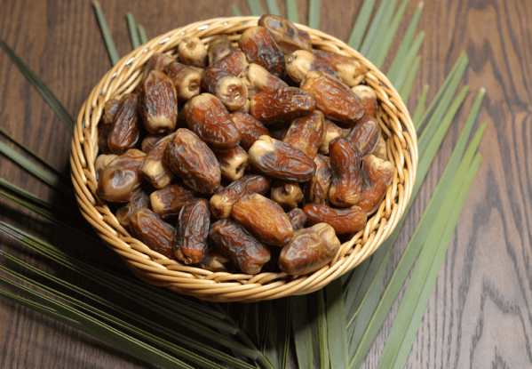 Sagai Dates in 1 KG Premium Pack.