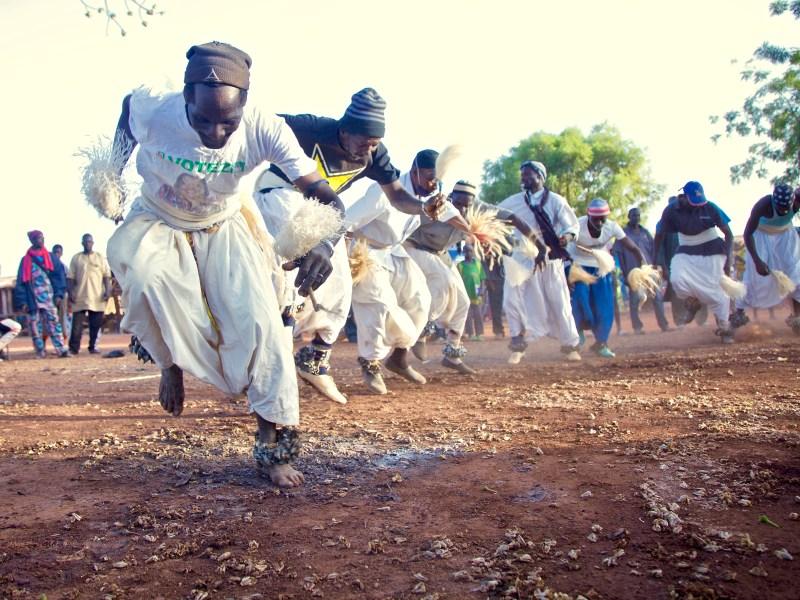 Caravane culturelle du Banico : les troupes traditionnelles « Bari », « Boyi » et « N'gomba » enflamme le public du Massigui