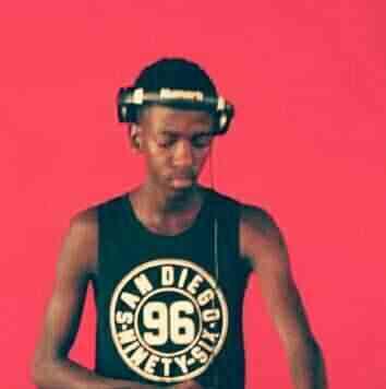Happy Que - Oxamu Busi Mhlongo (Vocal Touch)