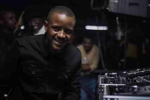 Kabza De Small & Mdu Aka TRP ft Young Stunna - Ugogo