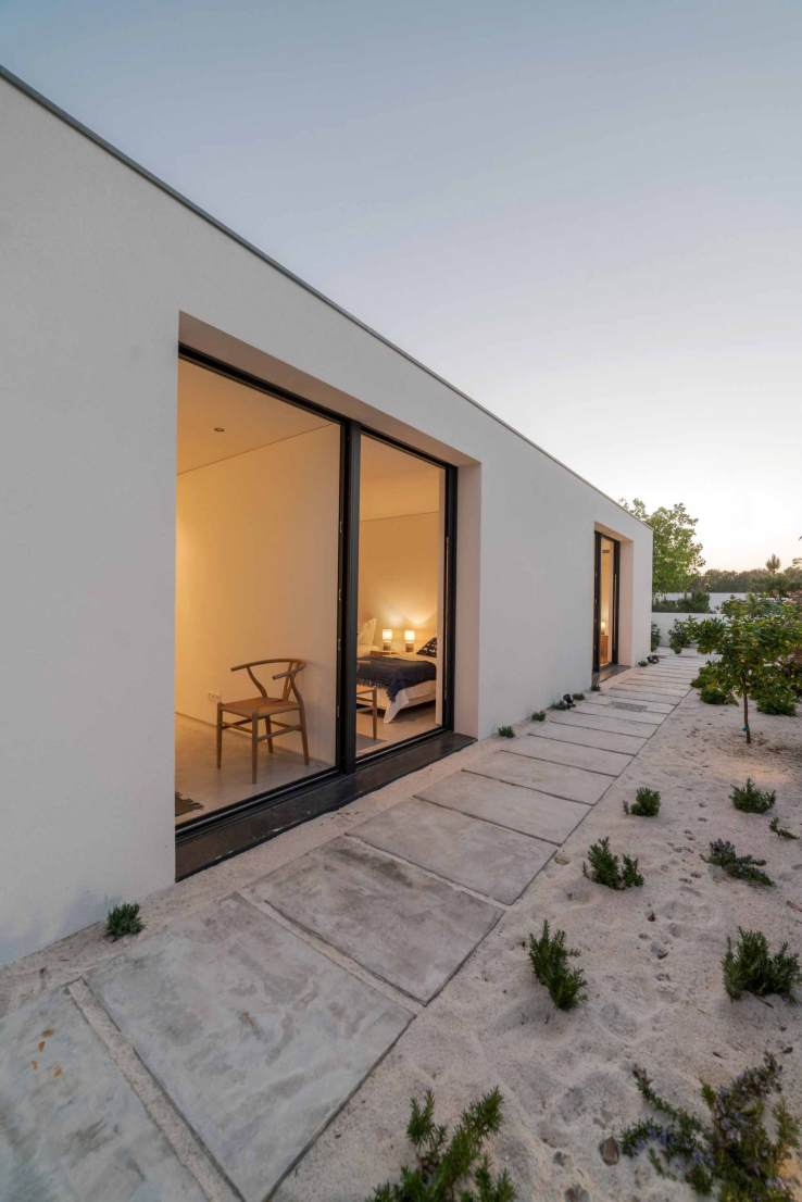 modern house with garden swimming pool and wooden AYRVZG7 scaled 1