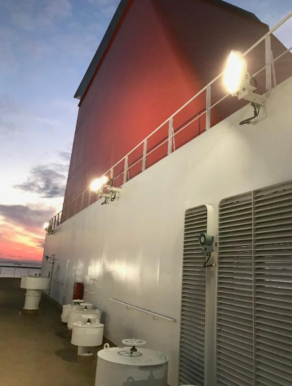 さんふらわあきりしまの甲板から見る煙突