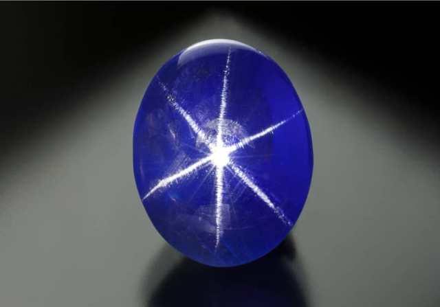6.75 carat Star Blue Sapphire, Sri Lanka. Photo: Jeff Scovil / Lotus Gemology