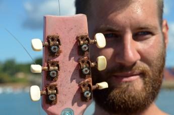 Auch vor Musikinstrumenten macht der Rost nicht Halt. / Rusty guitars? You name it, we got it!