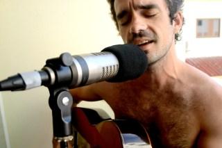 Vocals & Gitarre: Lincoln Davis